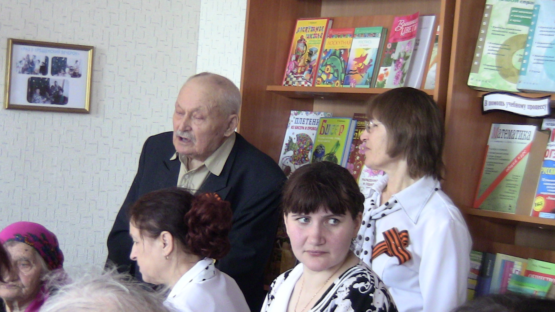 читает стихи своего сочинения Мазуренко Алексей Гаврилович. Ветеран Великой Отечественной войны.