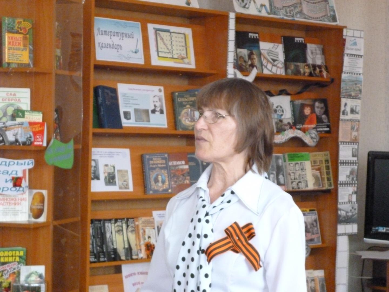 Каратанова Мария Дмитриевна читает стихи о войне.